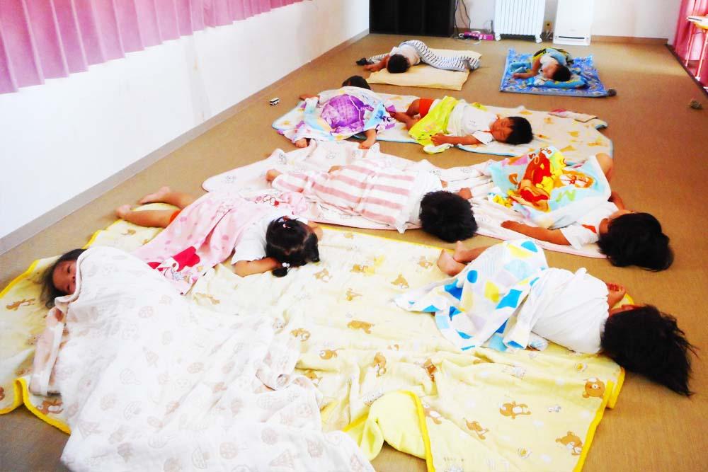 利根二葉幼稚園 昼寝